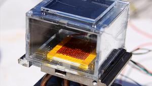 جهاز يستخرج المياه من رياح الصحراء بالطاقة الشمسية