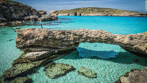 نظرة على نافذة أزور وعجائب طبيعية أخرى في مالطا