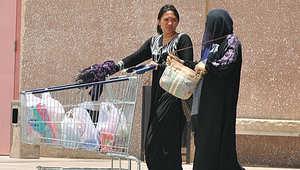 عاملة فيليبينية مع سيدة سعودية