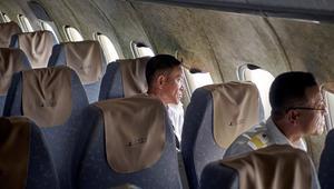 ادخل إلى طائرة