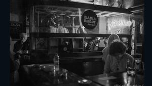 """من حقول الألغام إلى """"راديو بيروت""""..مقهى فريد من نوعه"""