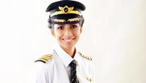 هذه الشابة هي أصغر قائدة لطائرة بوينغ 777 في العالم!