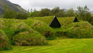 لماذا غطى الأيسلنديون منازلهم بالعشب والأتربة؟