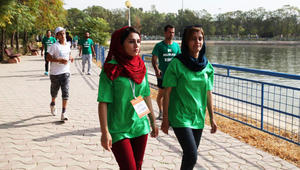 نساء ورجال يتنافسون لقطع ماراثون إربيل الدولي في كردستان العراق
