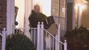 شاهد.. مكتب التحقيقات الفيدرالي يداهم منزل أمريكي مشتبه بموالاته لداعش