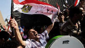 محتجون في ميدان التحرير بالقاهرة بعد اعطاء القوات المسلحة المصرية الرئيس محمد مرسي 48 ساعة لتلبية مطالب الشعب