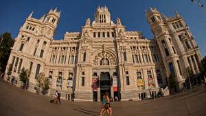 منظر عام لمبنى قصر الاتصالات السلكية واللاسلكية في مدريد