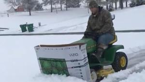لن تصدق كيف أزال هذا الرجل الثلوج من أمام منزله في بنسلفانيا