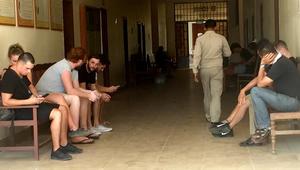 """شاهد.. سياح يواجهون السجن بكمبوديا بسبب """"تصوير مواد إباحية"""""""