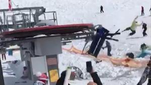 شاهد.. أشخاص يطيرون في الهواء بعد تعطل مصعد تزلج