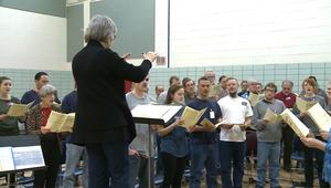 شاهد.. سجناء يغنون لبيتهوفن في أوبرا بنيويورك
