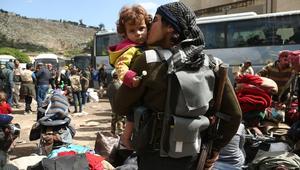قافلة باصات تنطلق من دوما السورية محمّلة بـ 1100 شخص
