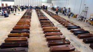 نعوش ضحايا غرق أحد قوارب المهاجرين ، ايطاليا 2013