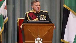 الملك عبدالله الثاني عاهل الأردن، خلال إلقاء خطاب العرش الذي افتتح به الدورة السنوية العادية لمجلس الأمة - أرشيفية - 3 نوفمبر/ تشرين الثاني 2013