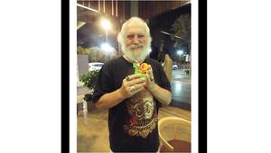 المتحدثة باسم عائلة بلاك: الإمارات تطلق سراح البروفيسور روبيرت بعد شهر من احتجازه لأخذه صورة بمكان ممنوع