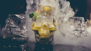 نكهات الطفولة الهندية تمتزج بالمشروبات الكحولية في هذه الحانات العصرية