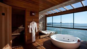 """حمام بخار ومشاهد طبيعية خلّابة.. في أفضل غرف """"ساونا"""" في العالم!"""