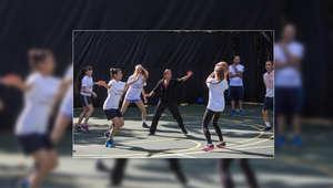 فلسطينيون وإسرائيليون يلعبون كرة السلة في ساحة البيت الأبيض