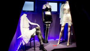 متاحف الجنس حول العالم تلقي الضوء على اغتيال جامعي الفنون المثيرة