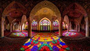 صورة بانورامية لمسجد ناصر الملك، شيراز، إيران.