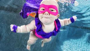 صور لظرافة الأطفال تحت المياه