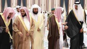 أمير قطر يستقبل المشايخ على مأدبة إفطار