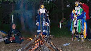 """قبيلة """"دوخا"""" تعتنق الديانة """"الشامانية"""" وتنافس """"بابا نويل"""" على أعز أصدقائه.."""
