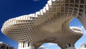 هل بنت مخلوقات فضائية هذه التشكيلات المعمارية؟
