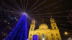 هكذا تزينت مدن العالم في الميلاد..