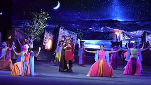 غسان صليبا خلال أدائه دور الفارس في المسرحية.