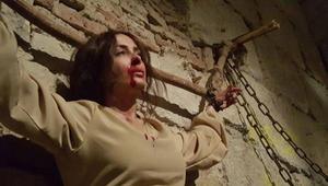 الممثلة كندا حنا في لقطة من المسلسل.