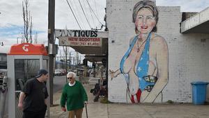 هيلاري كلينتون في ملبورن.. من لباس سباحة فاضح إلى نقاب محتشم