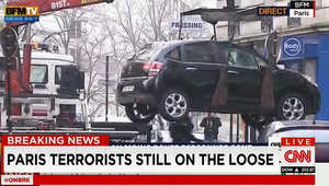 التحقيقات بهجوم باريس.. 3 مسلحين أحدهم رفع إصبعه بما يعتقد أنه إشارة لآخرين مشاركين بالعملية والعثور على سيارة المسلحين