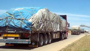 سوريا: 12 شاحنة مساعدات ومفروشات إلى ريف إدلب