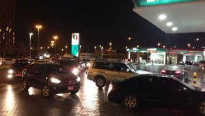 الازدحام على محطات الوقود في دبي قبيل رفع الأسعار