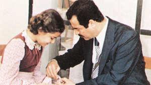 أرشيف - صدام حسين الرئيس العراقي الراحل مع ابنته رغد