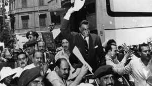 الرئيس المصري جمال عبدالناصر بعد عودته إلى القاهرة من الاسكندرية إثر إعلان تأميم قناة السويس 1956