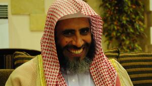 """محكمة سعودية تقضي بإغلاق حساب الداعية عوض القرني على """"تويتر"""" وتغريمه 100 ألف ريال"""