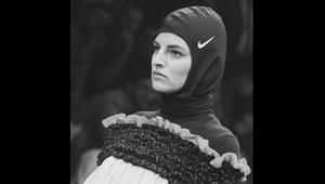 عارضات الأزياء يضعن غطاء الرأس