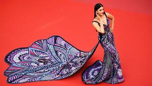 """شاهد فستان ممثلة هندية أذهل الجميع بمهرجان """"كان"""""""