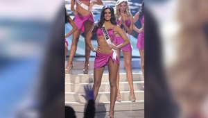 ملكة جمال كولومبيا باولينا فيغا على خشبة المسرح خلال مشاركتها في المسابقة