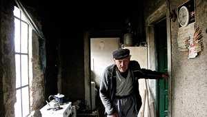 يعيش في قرية لوحده.. تعرفوا على أكثر الرجال عزلة بالأرجنتين