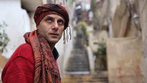 أحد كاتبي المسلسل يحيى بيازي يشارك أيضا في المسلسل بدور وليد، أحد أعوان أبو حوا.