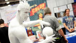 """شخصيات أفلام الكرتون الهزلية تأتي للحياة في معرض """"كوميك كون"""""""