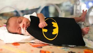 صور لأطفال رضّع بأزياء أبطال خارقين تخترق الإنترنت