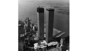 برجا مركز التجارة العالمي في مراحل بنائهما الأخيرة 1971