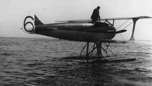 طائرة فرنسية خلال مشاركتها في سباق للطائرات البرمائية أقيم في 11 يوليو/ تموز 1919