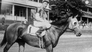 """""""سيبيسكت"""" ولد عام 1933 وتوفي عام 1947. صورة لـ""""سيبيسكت"""" مع الفارس جوني ريد بولارد."""