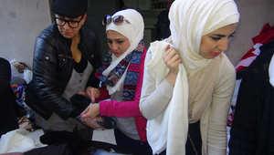 سوريّون يتضامنون لتوفير الدفء للمهجرين داخل البلاد في مواجهة شتاء الحرب القارس