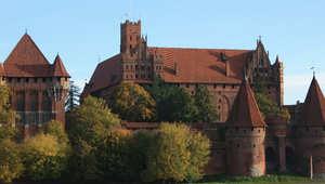 كهوف ملحية وقصور ضخمة .. نظرة إلى مواقع التراث العالمي المنسية في بولندا